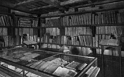 Biblioteca con Libri Antichi